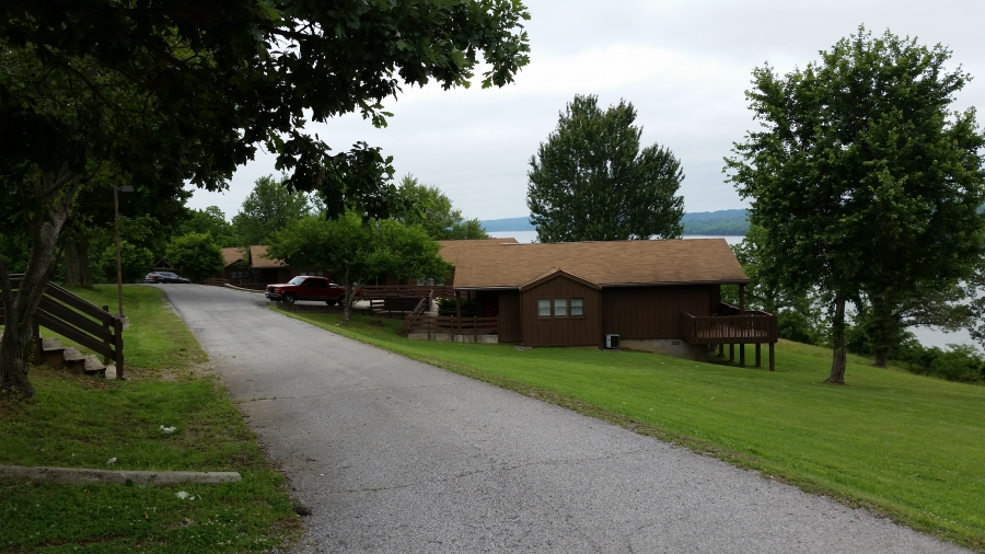 Cabins overlooking the river from the bluff – Cave in Rock SP